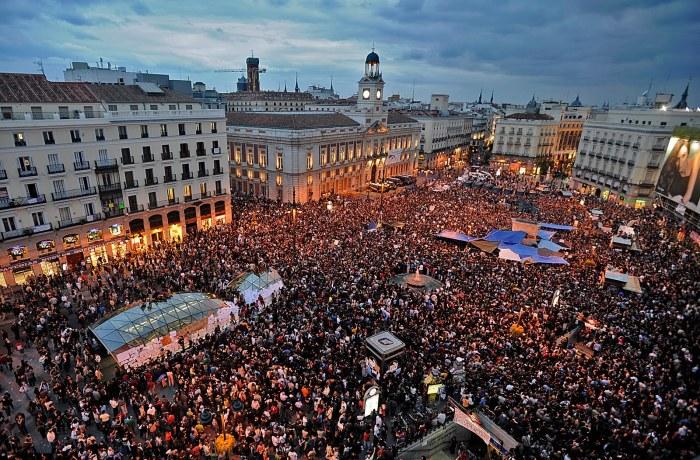 La Puerta del Sol occupée par les Indignés