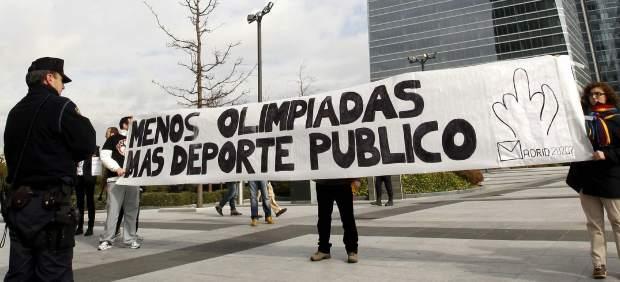 Manifestation devant l'hôtel Eurostar.