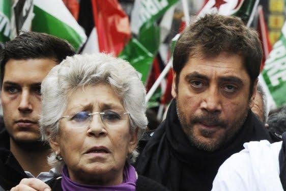 Pilar et Javier Bardem lors d'une manifestation en soutien au peuple sahraoui, à Madrid en novembre 2010