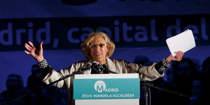 Manuela Carmena lors de son discours au sommet de la côte de Moyano, à Madrid (Photo Pablo Blazquez Dominguez/Getty Images)