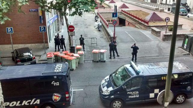 Agentes-Policia-aledanas-impidiera-desalojo_EDIIMA20150602_0287_4